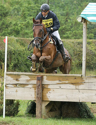 Bill Levett and Lassban Diamond Lift, Winner Int, Aston le Walls, July 2015